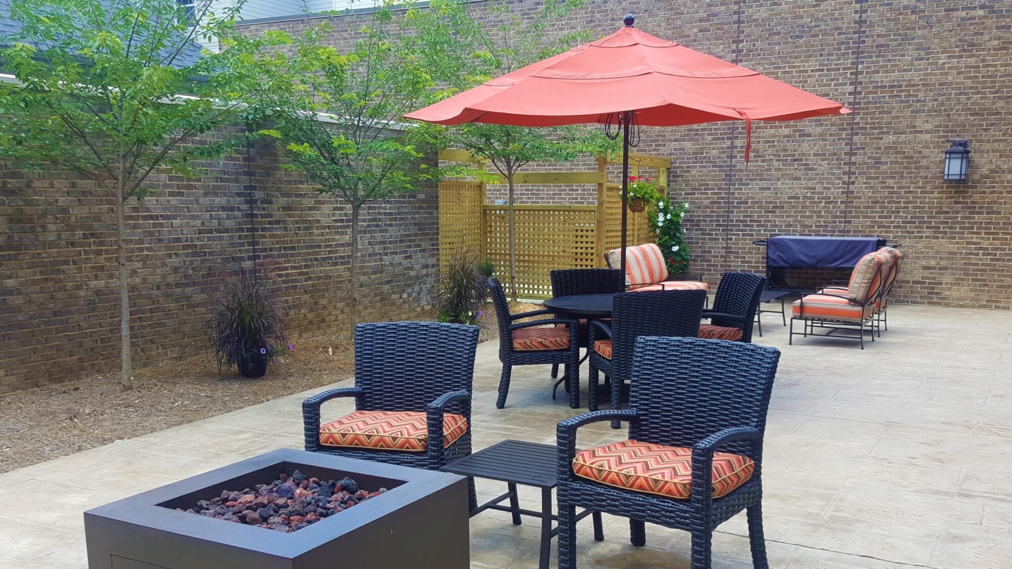 Community outdoor patio at Cahaba Ridge