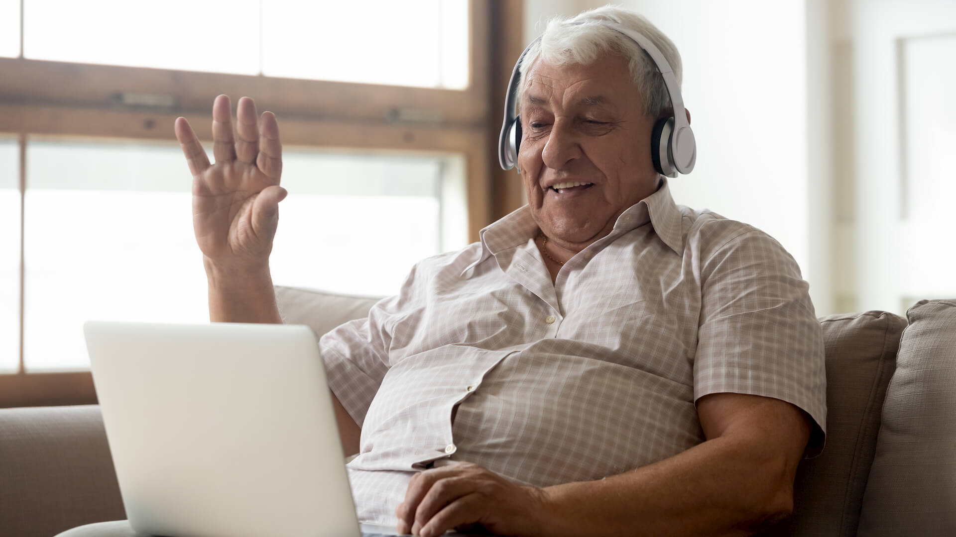 Creative Ways for Seniors to Stay Connected During Social Distancing