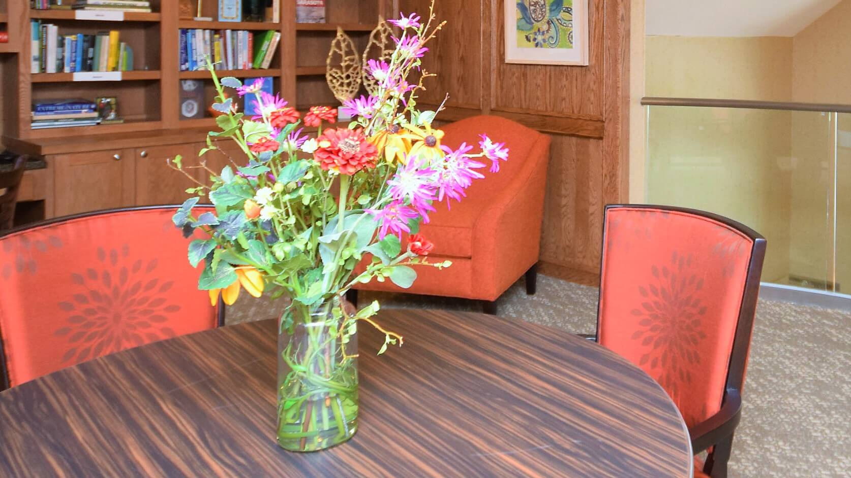 Floral and library display at Stone River.